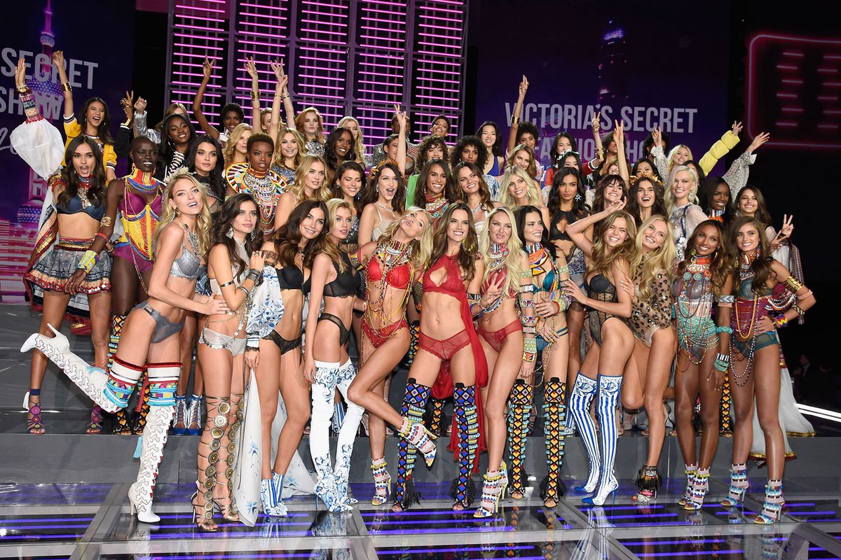Group shot of the Victoria's Secret Fashion Show Class of 2017